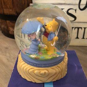 Vintage collectors Winnie and piglet snow globe.